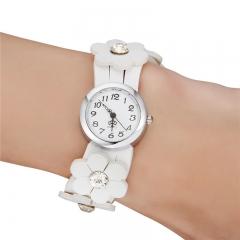 Women's Flower Style Bracelet Watch white
