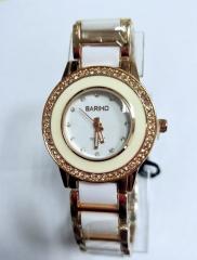 Fashion Style Plastic Alloy Analog Quartz Wrist Watch golden