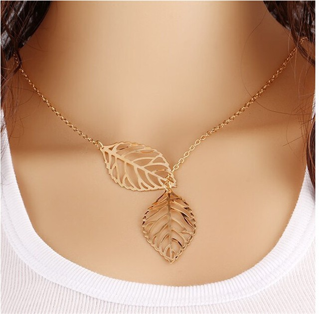 2017 Fashion Jewelry Mori Metal Hollow Leaves Double Leaves Short Necklace Lock Bone Chain Gifts Color Random One size