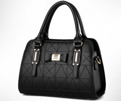 The new trend of women 's shoulder bag fashion hand Messenger bag black one size