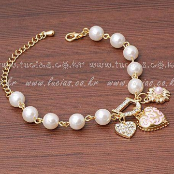 Beautiful Beaded rhinestone bracelet pearl diamond bracelet D letters of love as the picture one size