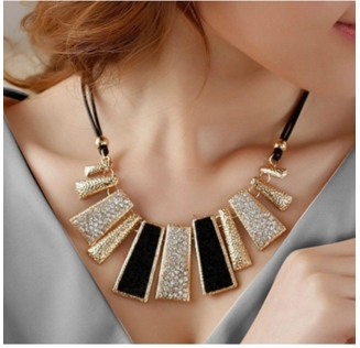 MR.S European style Beautiful geometric leather diamond necklace as the picture one sze