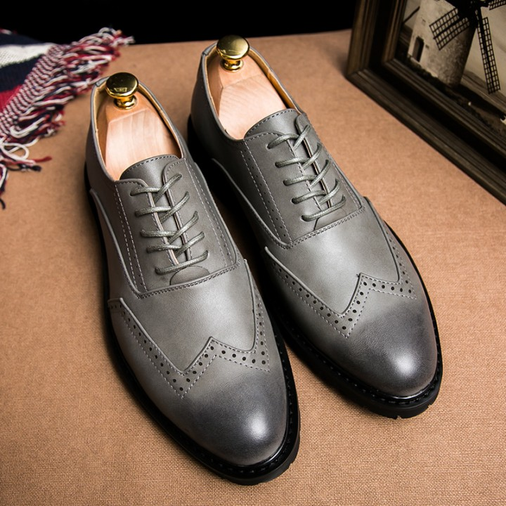 Plus Size Leather Men'S Shoes Business Formal Brogue Pointed Toe Carved Oxfords Wedding Dress Shoes grey 43