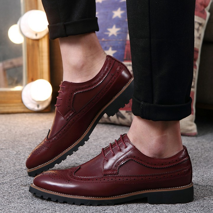 2017 Vintage Leather Men Dress Shoes Business Formal Brogue Pointed Toe Carved Oxfords Wedding Shoes red 40