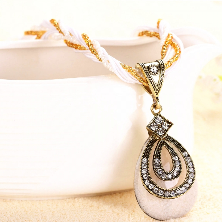 NEW Women Tear-drop Shape Pendant Bohemia Retro Necklace random color 26x9cm