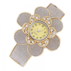 Fashion ladies watch diamond-studded garden flower bracelet table light gold
