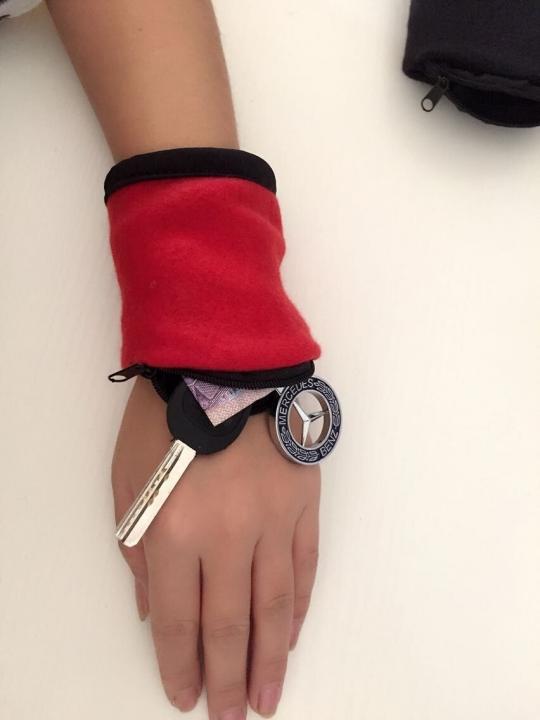 Wrist Wallets Triple Wrist Key Bag Multifunction Key Packs Movement Coin Purse Key Bag black&red one size