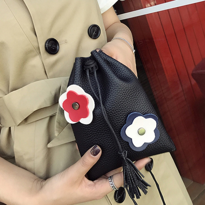 The New Simple Thin Belt Bucket Shoulder Bags Oblique Cross Pumping Belt Fashion Leisure Packet black one size