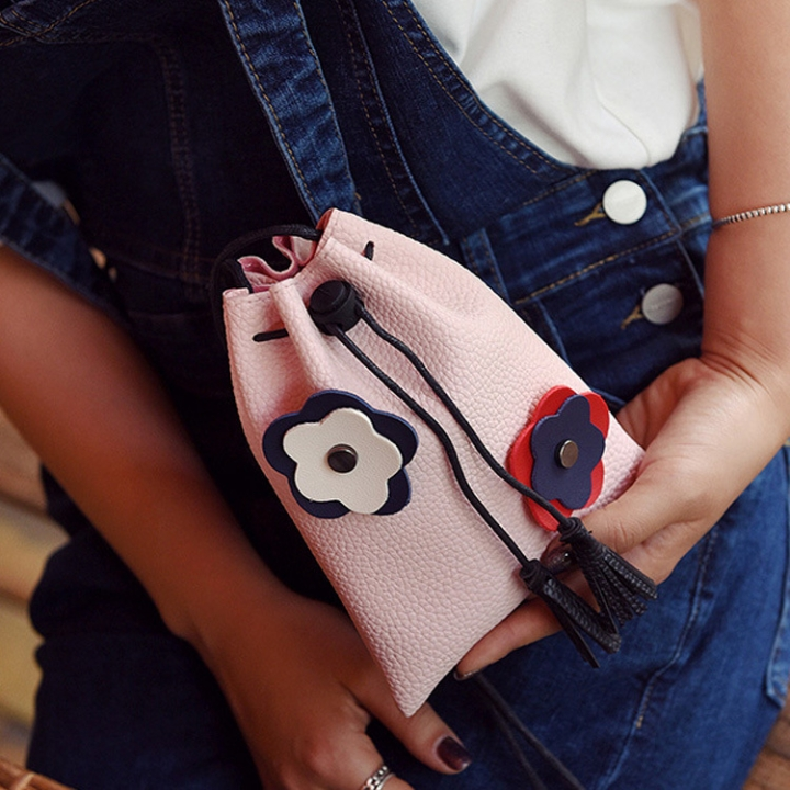 The New Simple Thin Belt Bucket Shoulder Bags Oblique Cross Pumping Belt Fashion Leisure Packet pink one size