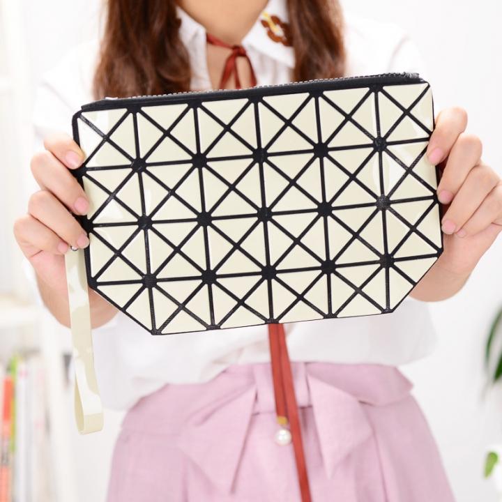 Female Shoulder Bags Lingge Chain Bag Mobile Phone Bag Messenger PU Fashion Leisure Lady Bags Beige one size