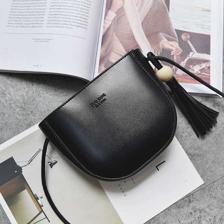 The New Tassel Lady Bags  Female Shoulder Bags Fashion Oblique Cross Packet Simple Semicircle Packet black one size