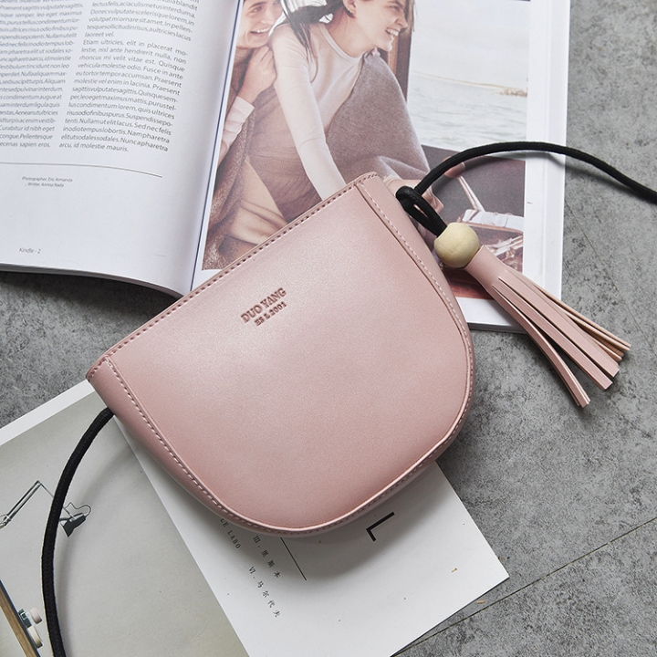 The New Tassel Lady Bags  Female Shoulder Bags Fashion Oblique Cross Packet Simple Semicircle Packet pink one size