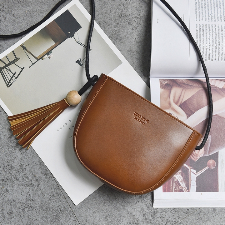 The New Tassel Lady Bags  Female Shoulder Bags Fashion Oblique Cross Packet Simple Semicircle Packet brown one size