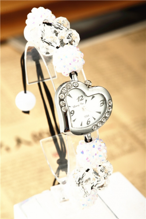 Creative Heart Rhinestones Bracelet Watch Ms Fashion Quartz Watch white