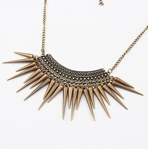 HN-1 Piece/Set New Exaggerated rivet triangular hammer Alloy Necklaces Pendant Women Jewellery Gift Bronze as picture