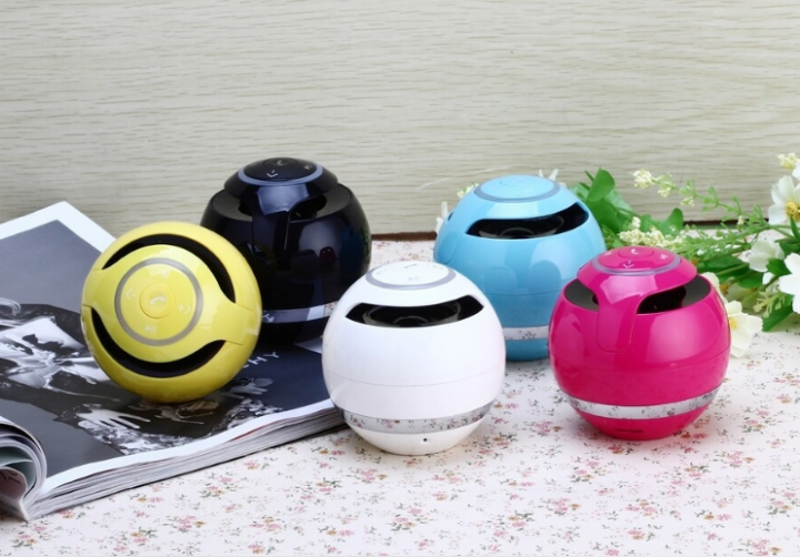 Portable Bluetooth Speaker Wireless Stereo Audio Radio FM TF Card AUX Hands-Free with LED white same size