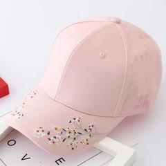 Women Summer Hats Symmetrical Flower Embroidery Built-in Insulation Knitted Hats Femme Baseball C