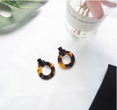 Acetic Acid Earrings Temperament Ring Wild Summer Lady Simple Geometric Circle Stud Earrings amber a pair