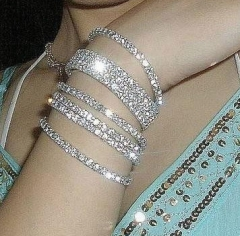 1Pcs Women's Fashion Retro Vintage Noble Exquisite Rhinestone Shining Bracelet Woman one color one size