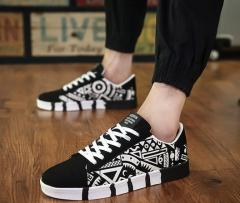 Men Canvas Shoes 2019 Fashion Graffiti Color Men Vulcanized Shoes Lace-up Casual Man Sneakers White 39