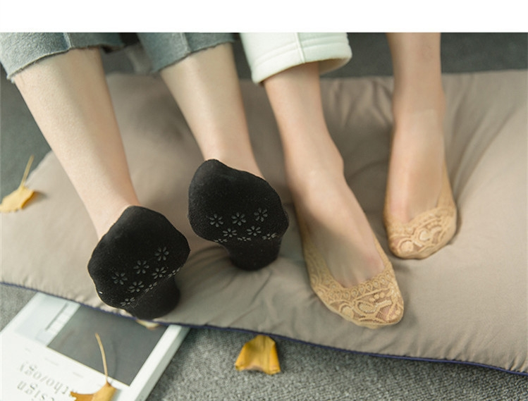 SOHI 1 Pairs Cotton Lace Anti-skid Invisible No Show Ankle Socks Random Color random one size 15
