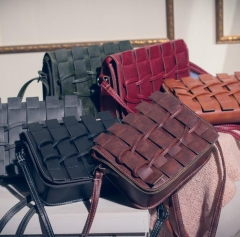 Quality PU leather handbags simple fence retro bag shoulder diagonal portable mini phone package brown as picture