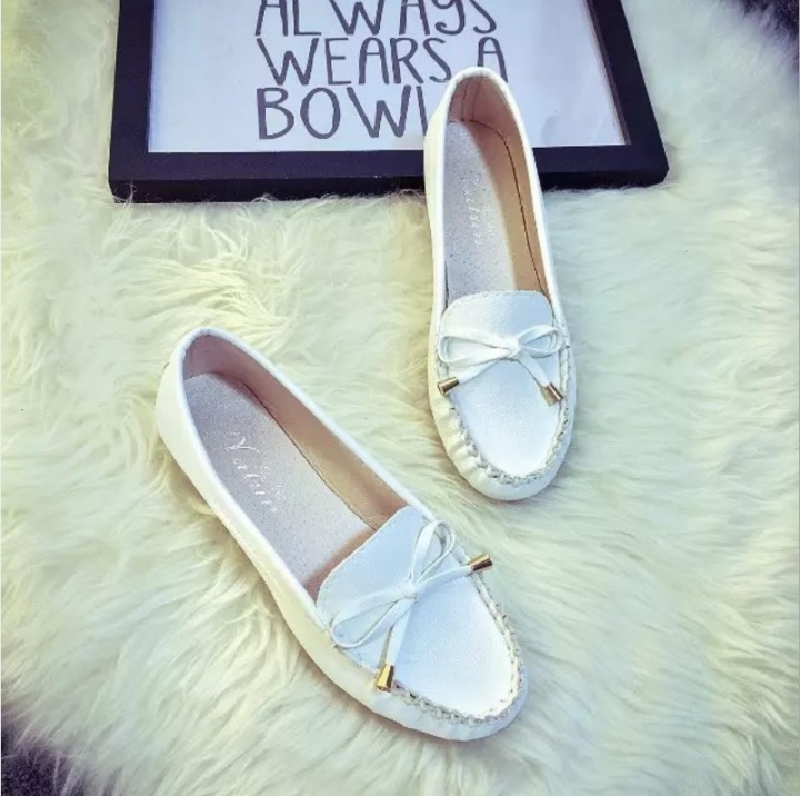 TBC Women's comfortable loafers daily shoes comfortable shoes flat shoes with ties white 37