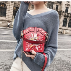 Chic women's bag 2018 new Korean style embroidery flower chain buckets bag INS girls crossbody bag red 18cm x 9cm x 18cm