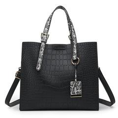 2019 New crocodile pattern large capacity pendant single shoulder diagonal women handbag black as the descriptions