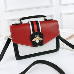 2019 new wave Korean version of the wild little bee hand shoulder bag girl slung small square bag black as the descriptions