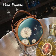 2018 new wild Messenger bag simple fashion handbag casual wild mini round bag black average