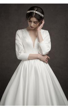 Long sleeve V - neck French wedding dress retro Hepburn style s white