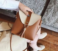 The new products offer a special sale to promote the classic lady's handbag. brown one