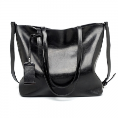 new European and American fashion tote bag, Retro Leather, large capacity single shoulder handbag. Black one