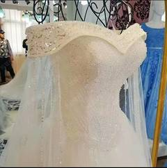 2019 High Quality Lace Wedding Dress Sexy Off Shoulder Hand beading Wedding Gown Bridal Dresses Gown 2 white