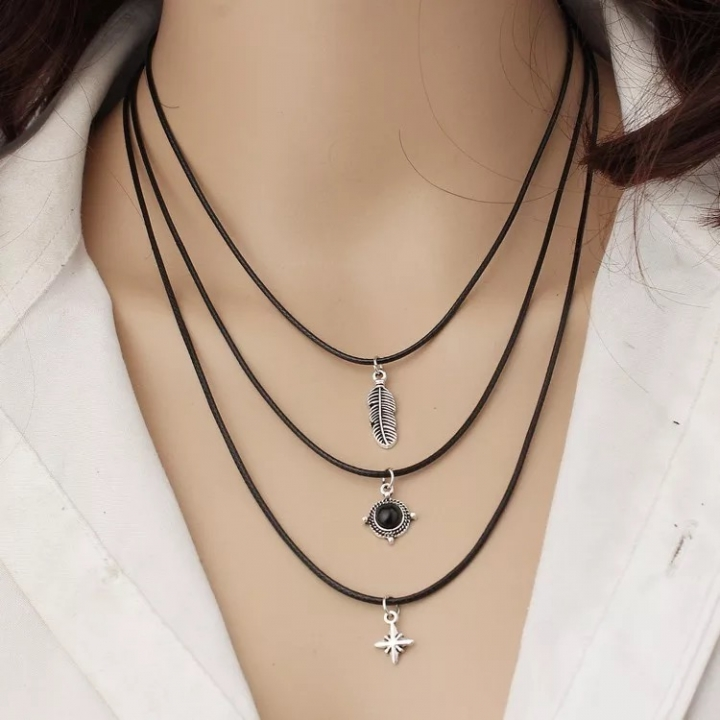 Floriane Women New Hot Western Style Vintage Leaf Star Black Diamond Leather Three  Choke  Necklace black normal size