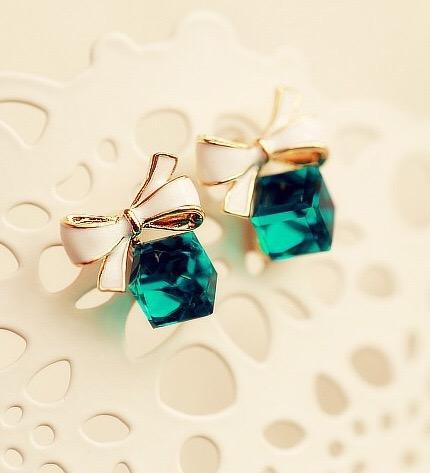 Floriane Korea Hotsale Crystal Square Cute Bowknot Restone Temperament Green Color Earring I007 green one size