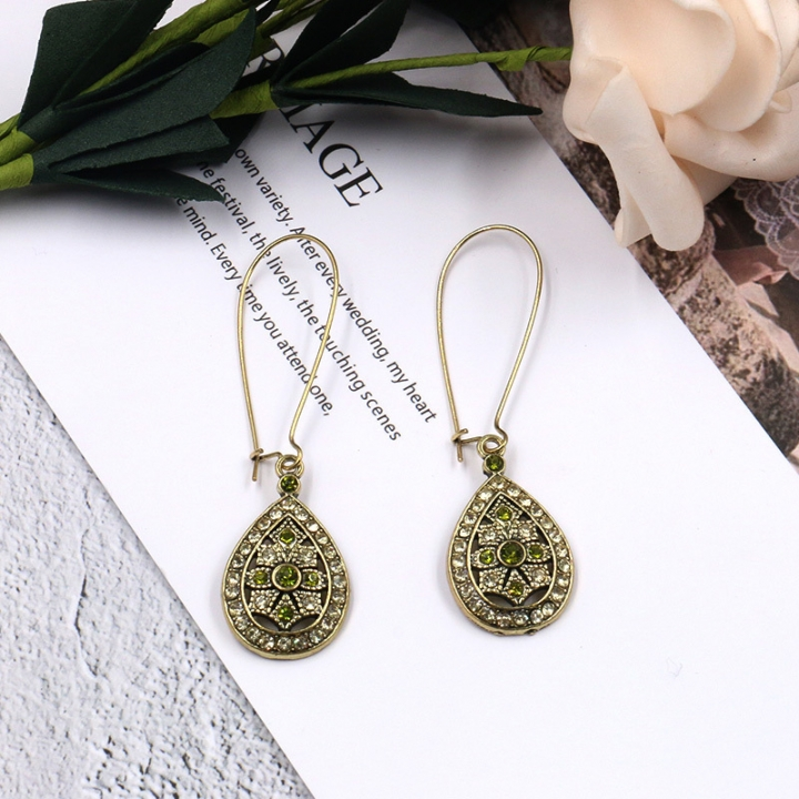 Create a new beautiful personality for women with hollow and drip-drip-drip-drill-piercing earrings golden as picture