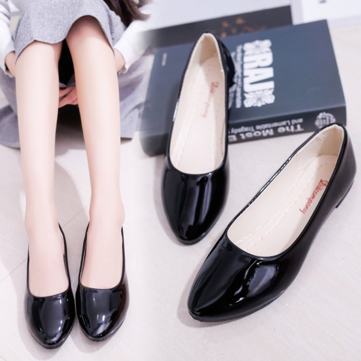 7272befbcd Women's Shoes Four Seasons New Shoes European and American Feet Flat  Bottomed Flat Bottom black 35. Beautiful cloth.