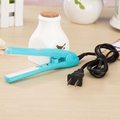 Mini portable electric splint flat iron ceramic curling & straightening machine USA 220v 15x2.8cm blue 21.5×4×6