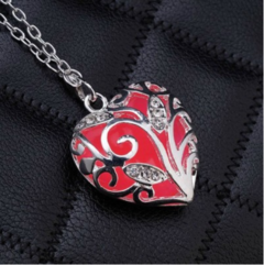 1 Piece/Set New Glowing heart pierced Luminous Alloy Necklaces Pendant Women Jewellery Gift red one size