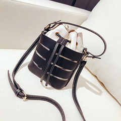 2019 New Tide Solid Color Hollow PU Material Small Fairy Bag Portable Bucket Bag Casual Wild Single black one size