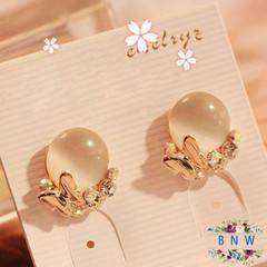 【BNW】Korean version of the jewellry _ diamond temperament butterfly opal earrings10014 gold 5.6g