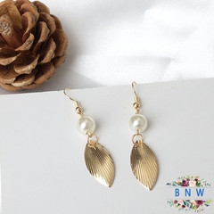 【BNW】Pearl Earrings_Simple Golden Leaf Pearl Temperament Stud Earrings10062 gold 3.2g