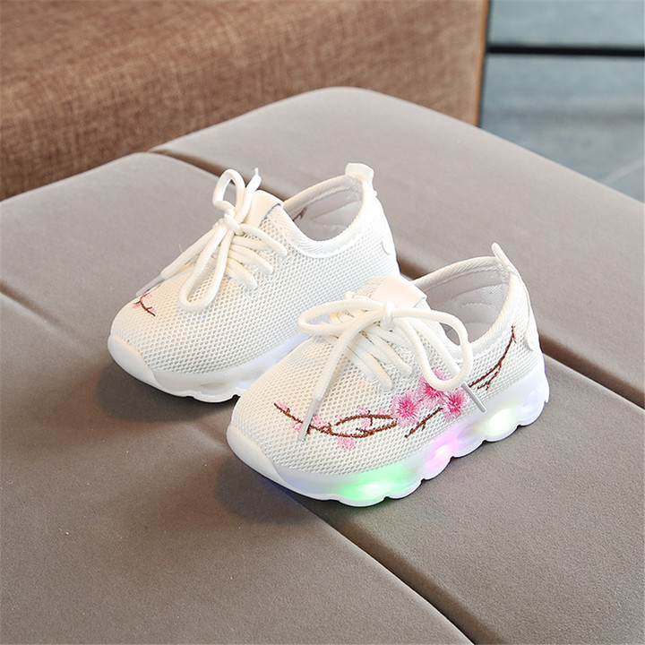 c04a33f292379b European Mesh LED Shoes For Girls Boys Cute Soft Lovely Baby Sneakers  Glowing Kids Shoes white