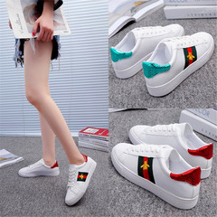 2019 Women Autumn New Lace Flat Bottom Shoes Female Bee Embroidery Ins White Shoes Ladies red 36