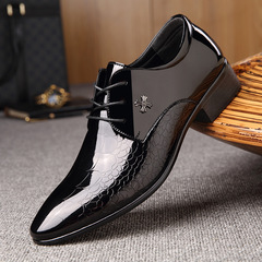 Men's business dress shoes large size casual shoes with bright pointed shoes fish print single shoes black 40 high quality leather