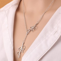 Fashionable Personality Bifoliate  Lady Necklace Pendant Silvery 30 cm