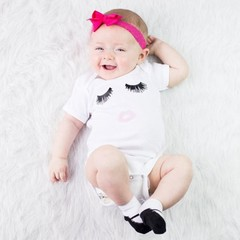 Casual Baby Unisex Eyelash & Red Lips Print Short Sleeve Romper Jumpsuit
