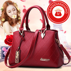 New Promotional Women's Bag in 2019, Limited Buy, Single Shoulder Skew Bag red ordinary